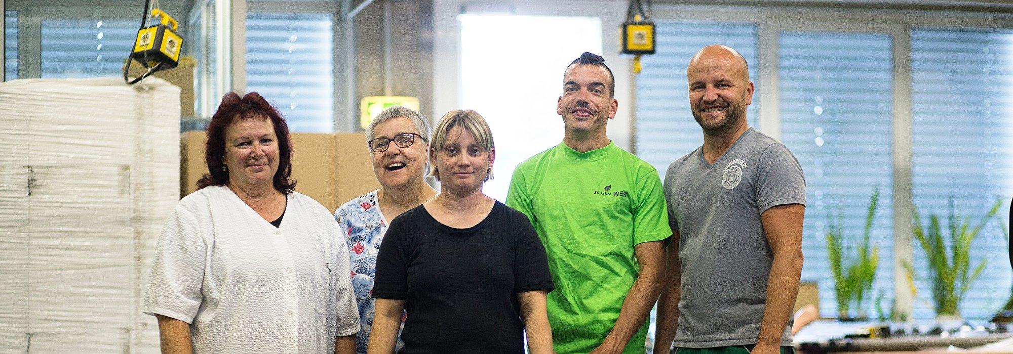 Gruppenbild von beschäftigten Mitarbeitern